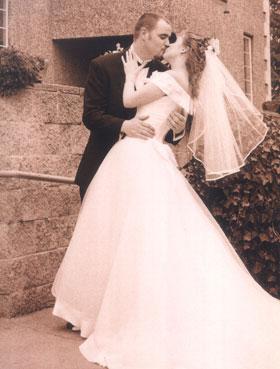 Jan-Phil-wedding-kiss.jpg
