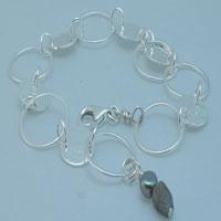 diva-globe-bracelet-web.jpg