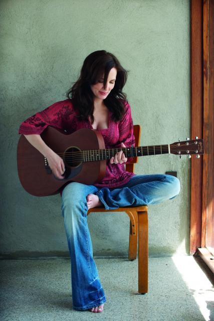 Lori McKenna–Singer, Songwriter, Wife, Mother