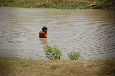 impoverished Calcutta man bathing in pond