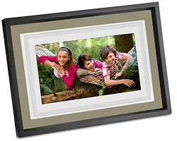 Win a Kodak EASYSHARE W1020 Wireless Digital Frame with Home Decor Kit