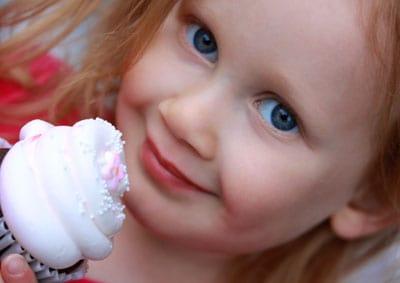 wordless wednesday julia-cupcake-oct-09