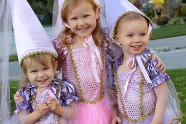 girls-in-princess-costumes