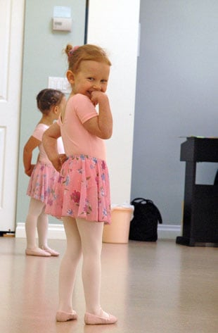 Julia wants to show your little girls a ballet exercise... - 5 ...