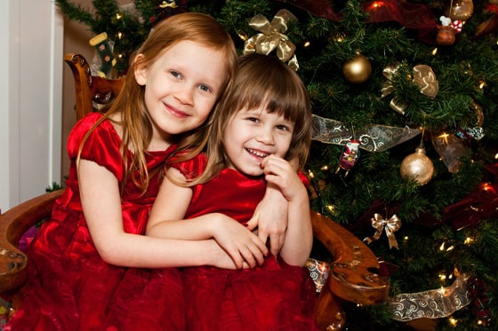 Christmas-holiday-photo-Julia-and-Sophia
