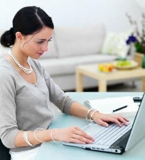 woman-blogging