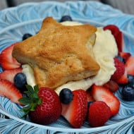 Lemon-Scented Shortbread with Berries and Mascarpone Cream