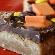 Leftover Halloween Candy? Make Shortbread Candy Bars (With Recipe Linky)