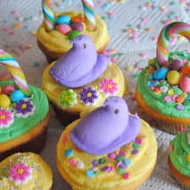 Decorating Easter Basket Cupcakes