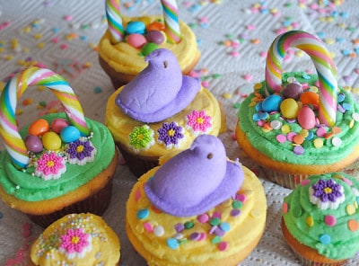 Decorating-Easter-Basket-Cupcakes