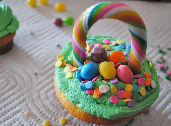 How To Make Flower Basket Cupcakes : How to make easter basket cupcakes minutes for mom