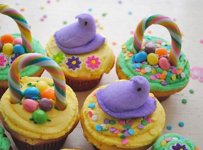 Easter-Basket-Cupcakes-with-Peeps-and-Jellybeans