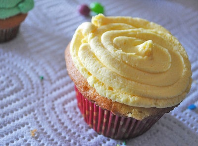 Frosted-cupcake-ready-to-decorate