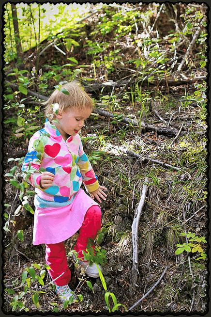 preschooler-olivia-in-woods