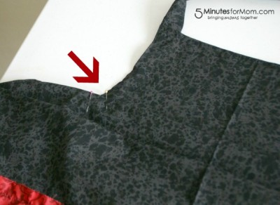 DIY Ruffle Apron with Pockets / 5 Minutes for Mom