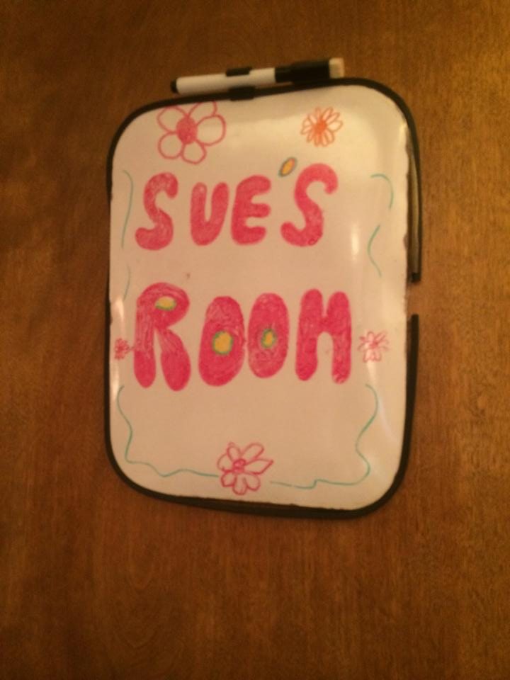 The Middle Set - Sues Room Door