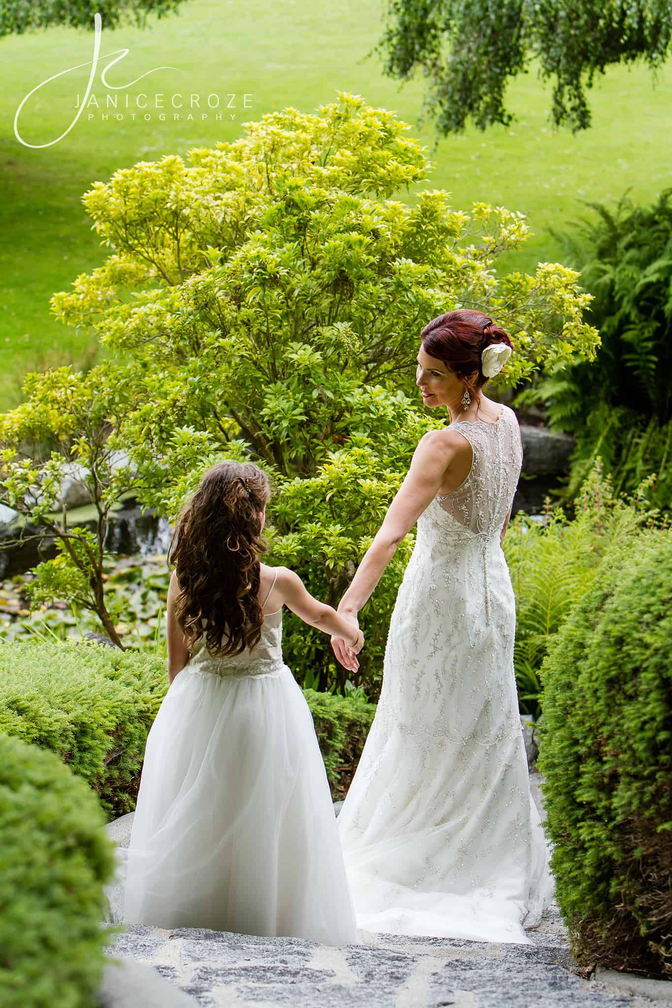 Understand pictures of flower girl