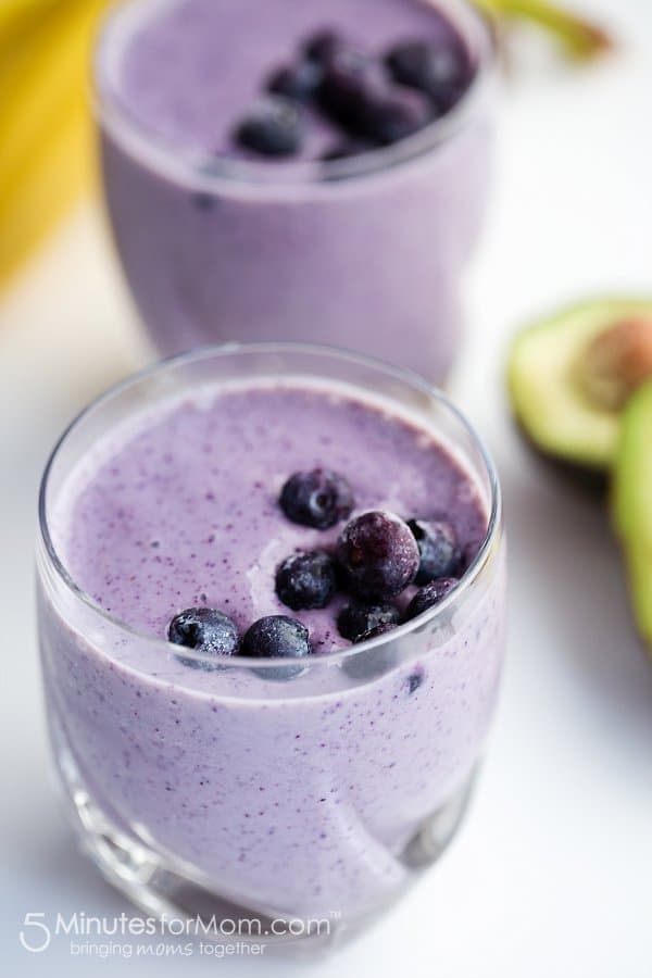 Delicious and Healthy Blueberry and Avocado Frozen Yogurt Smoothie
