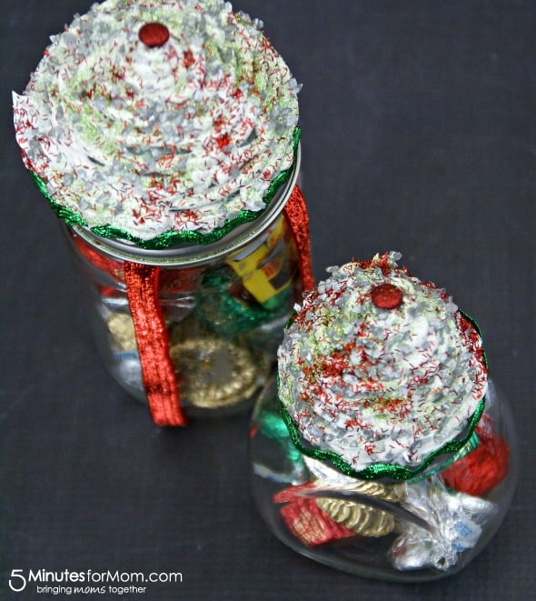 Cupcake Jar Gift Idea / by Busy Mom's Helper for 5MinutesForMom.com #gifts #cupcakejar #craft