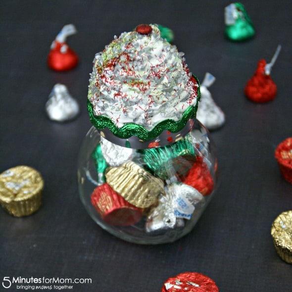 Cupcake Jar Gift Idea / by Busy Mom's Helper for 5MinutesForMom.com #gifts #cupcakejar #craft