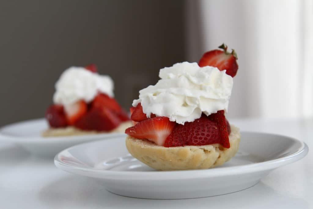 Easy-Strawberry-Shortcake-e1430308948696