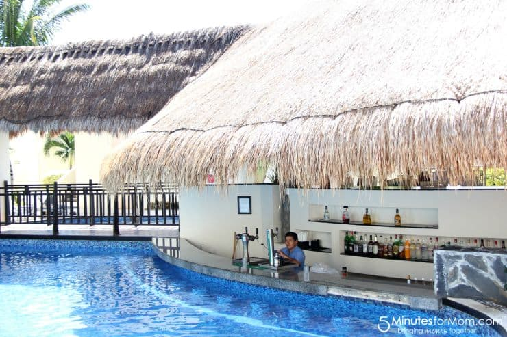 A Swim Up Bar Available At Azul Beach Hotel Cancun 5 Minutes For Mom