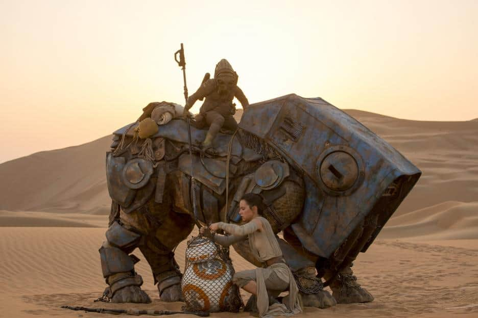 Daisy Ridley as Rey with BB-8 - Jakku - Star Wars The Force Awakens - #StarWarsEvent