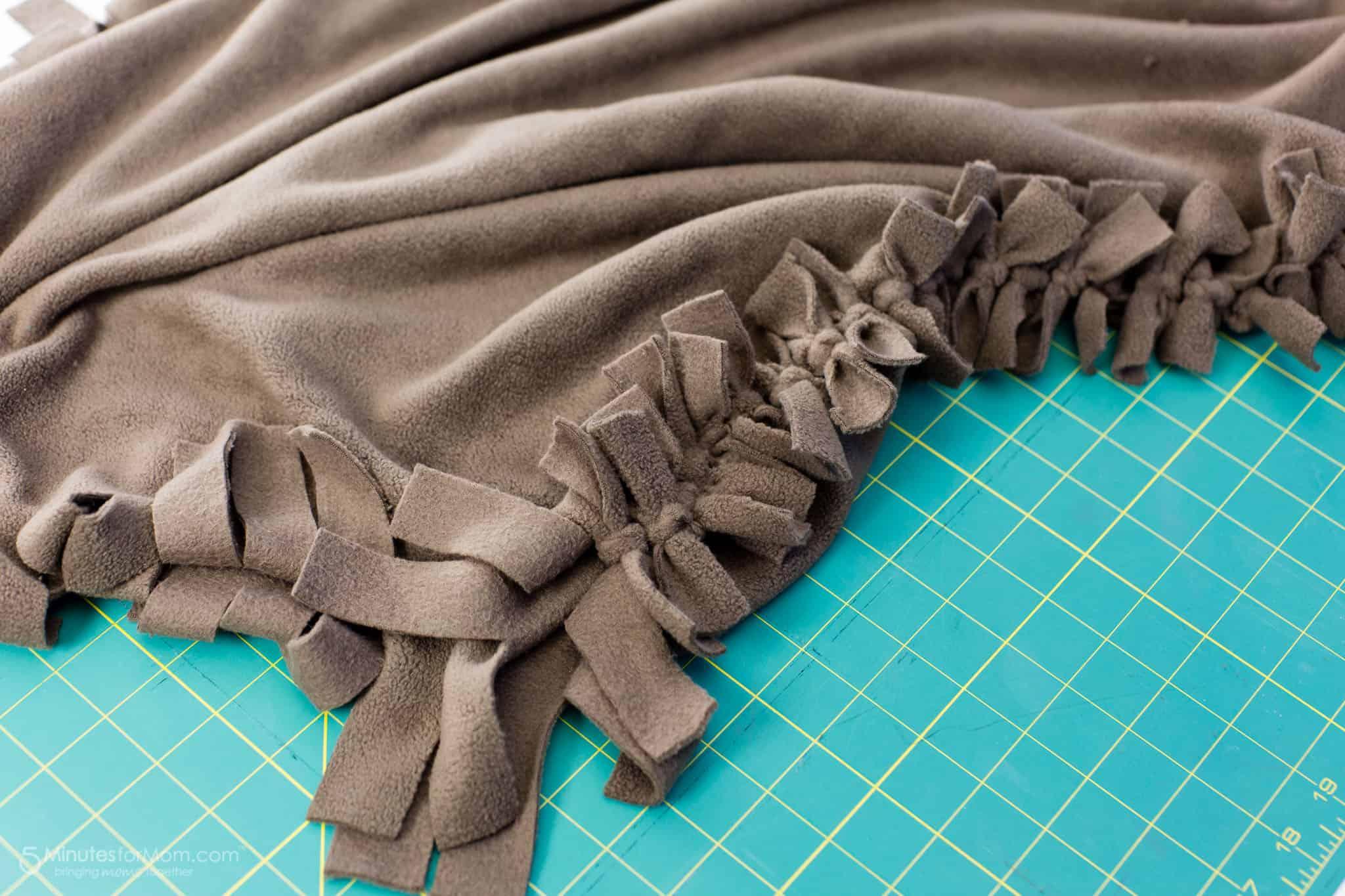 DIY No Sew dog bed tutorial