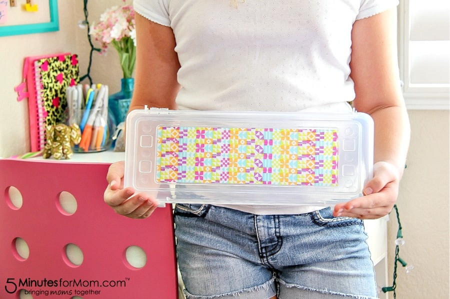 How to decorate a pencil box for back to school.