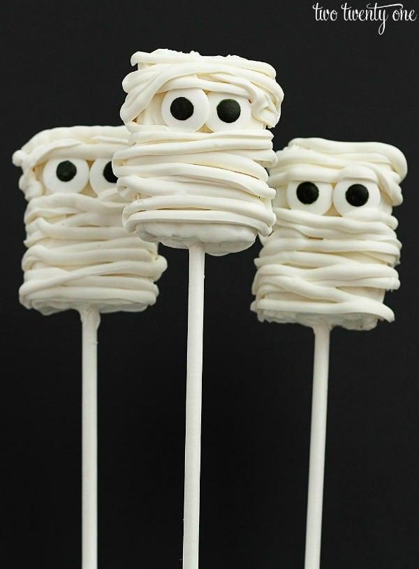 mummy-rice-krispies-treats-from-two-twenty-one