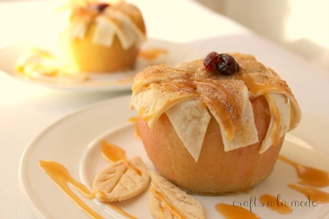 cutest-apple-pie-baked-in-apple-from-crafts-a-la-mode