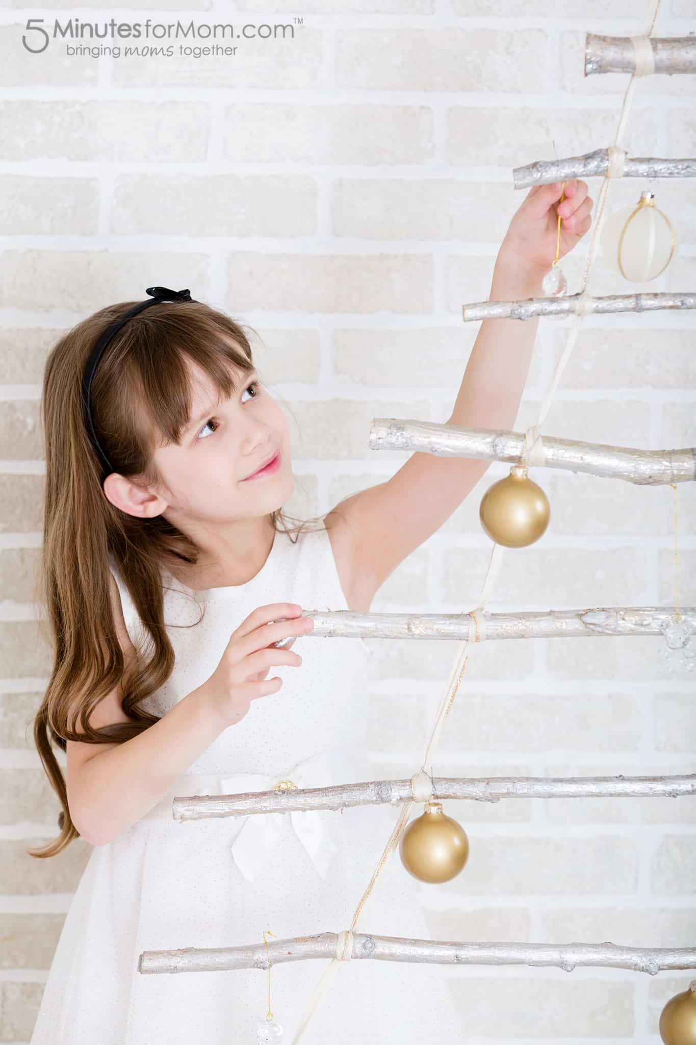 branch-ladder-christmas-tree-with-ornaments
