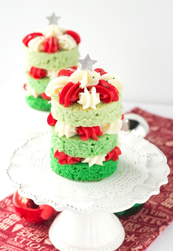christmas-tree-cake-from-cookie-dough-and-oven-mitt