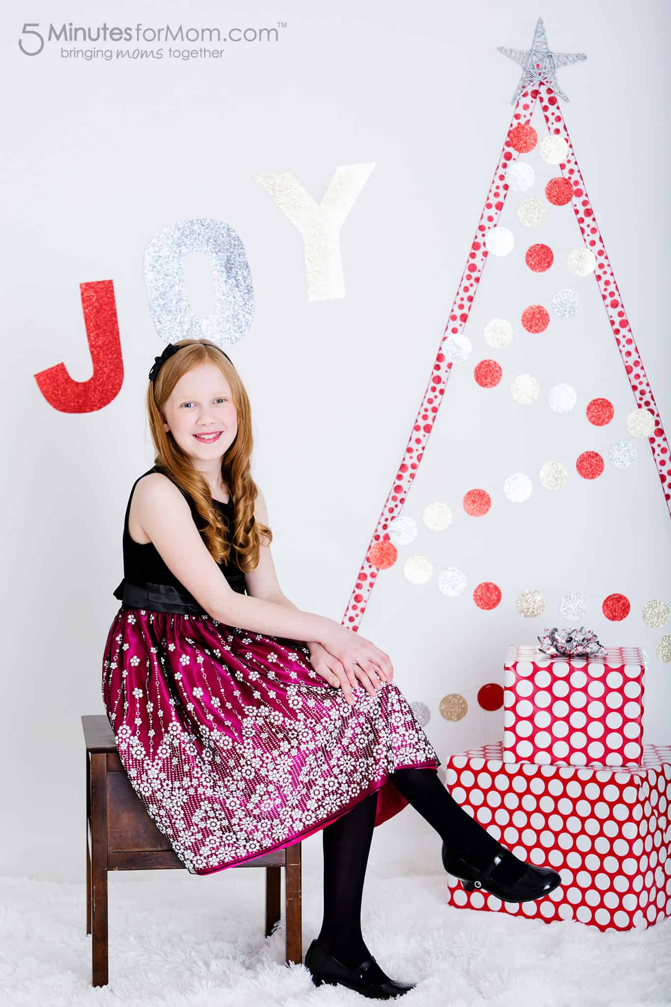 diy-ribbon-and-garland-christmas-tree-wall-art
