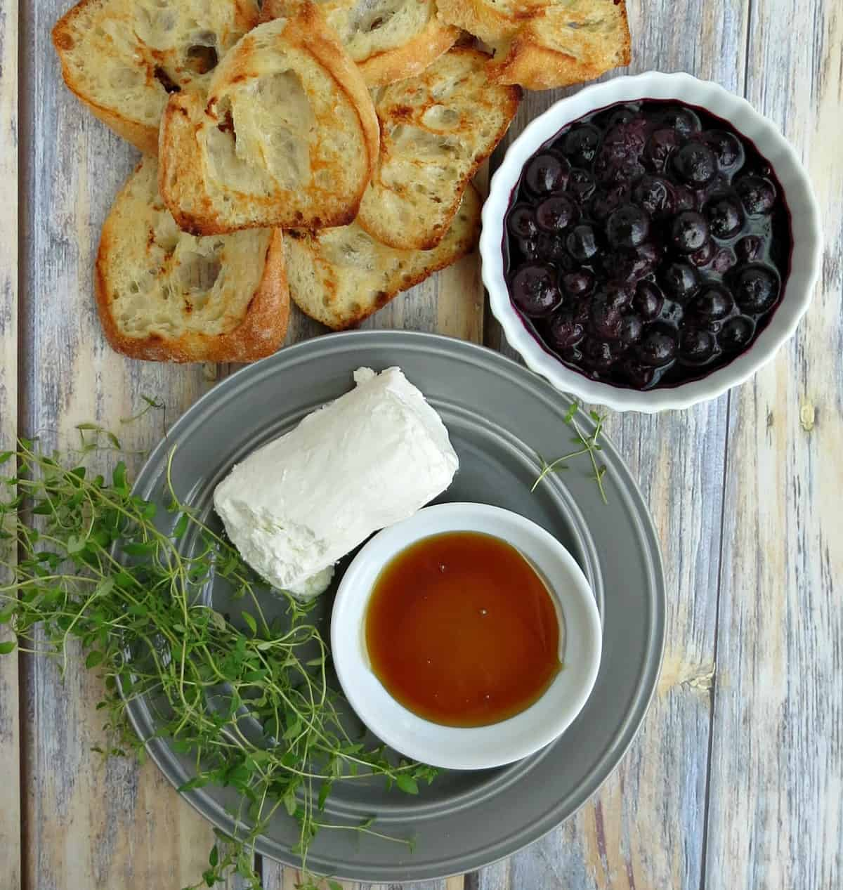 Blueberry and Goat Cheese Crostini Ingredients