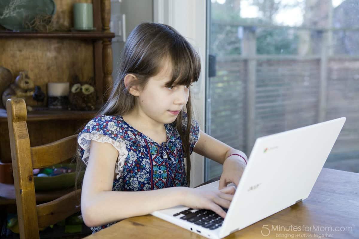 Sophia looking at website