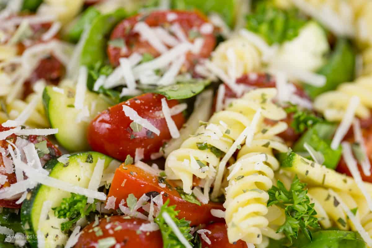 ... Rotini and Spinach Salad with Tomato, Zucchini and Red Pepper Recipe