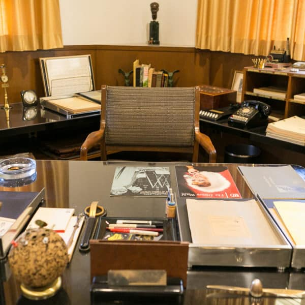 An Incredible Look Inside Walt Disney's Office – See How It Looked In The 60's