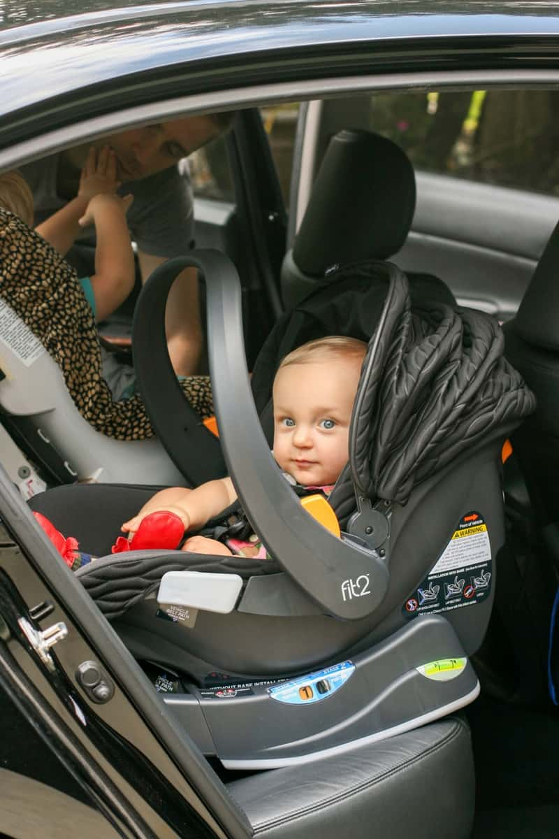 Chicco Fit2 Infant and Toddler Car Seat 4 - 5 Minutes for Mom