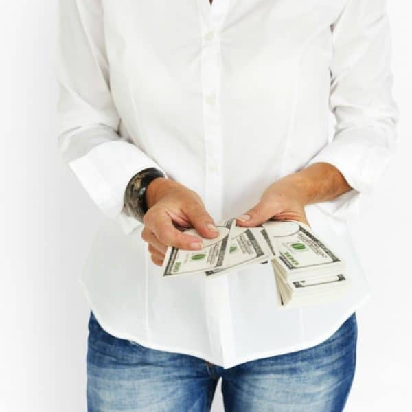 Overwhelmed with Expenses? 5 Personal Finance Tips for Single Moms