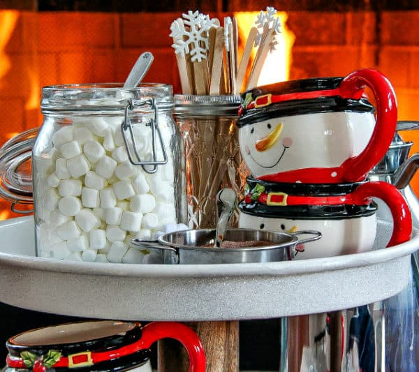 How to Create the Perfect Hot Chocolate Station for the Holidays