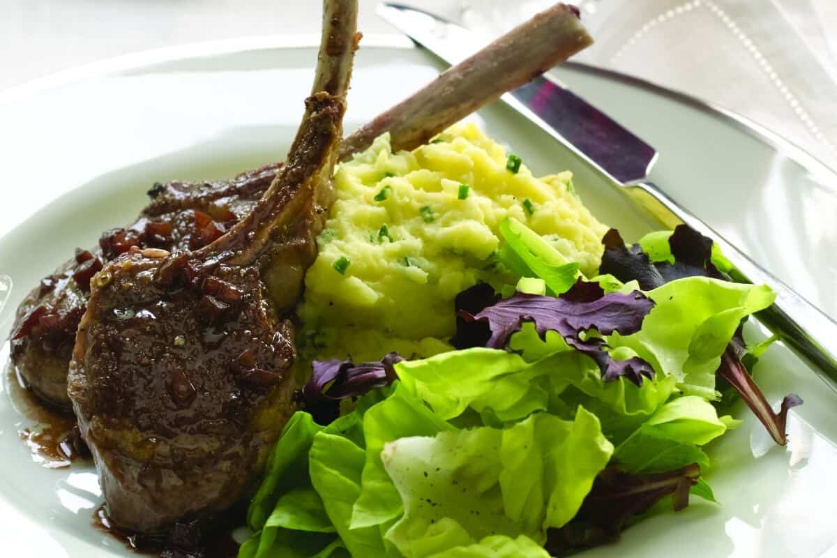 Baby Lamb Chops and Red Wine Sauce