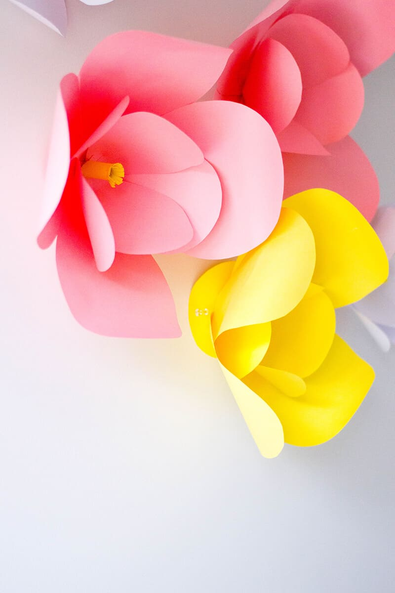 Adding a touch of color to our home office with these super easy, super cute DIY paper flowers.