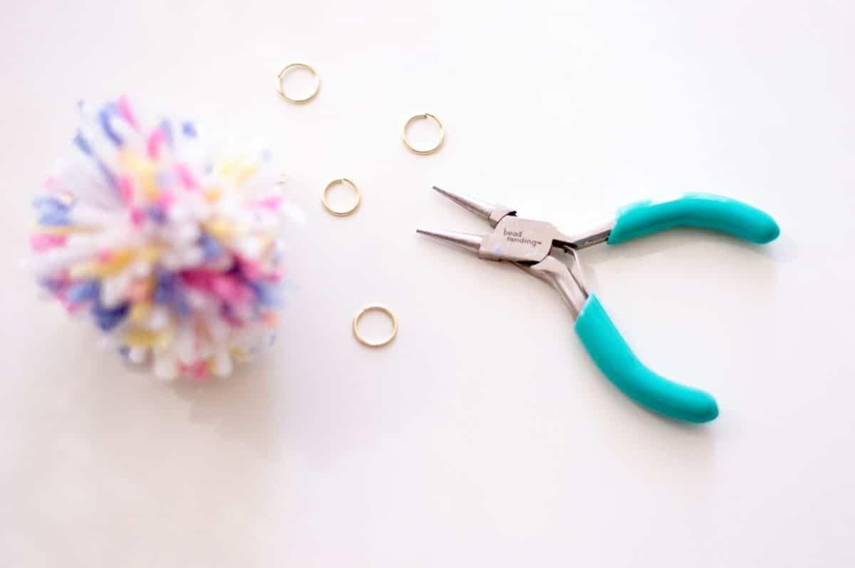 DIY Tassel Keychain - Making a Pom Pom