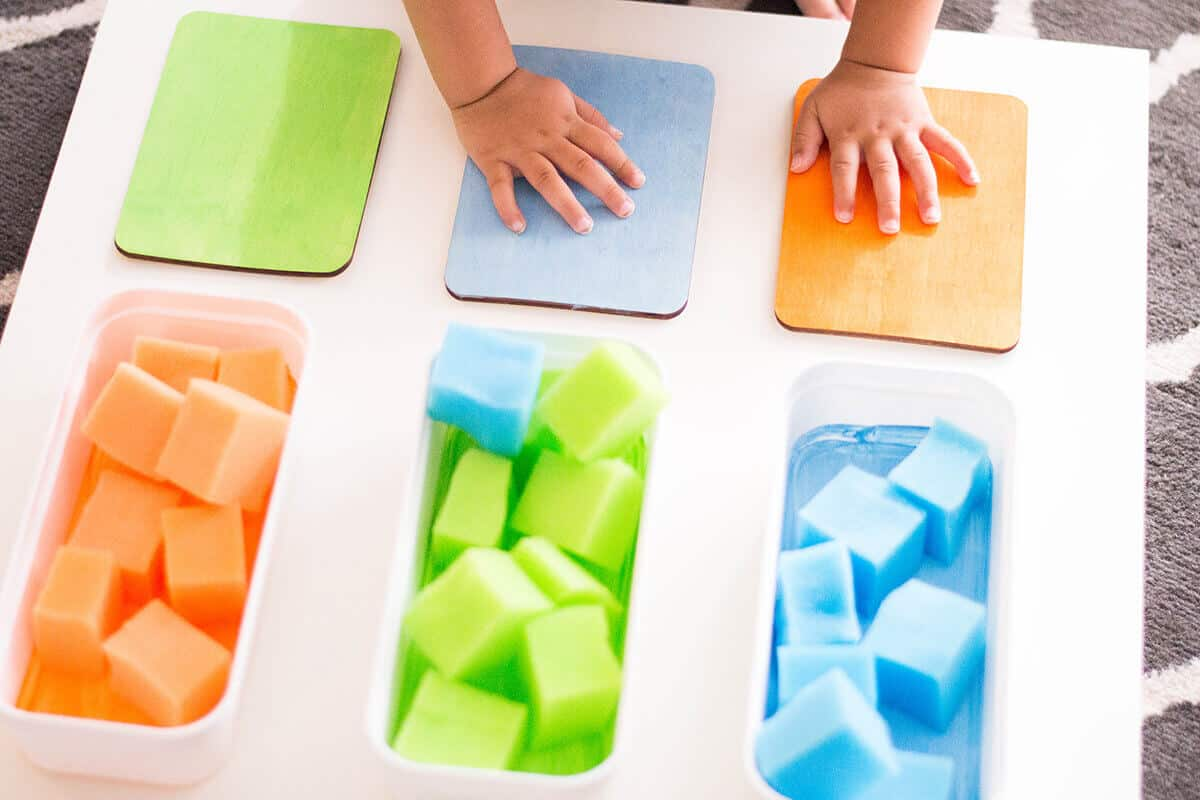 A toddler activity to encourage color recognition and sorting