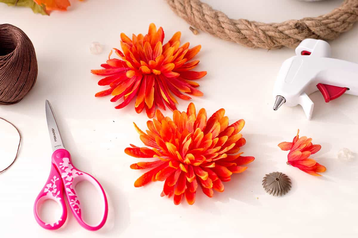 Doing Autumn the right way: spruce up your home with this elegant, simple, cost-effective DIY Fall Wreath.