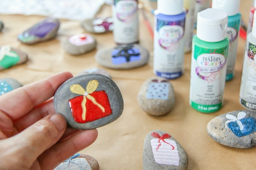 How To Paint Rocks For The Holidays
