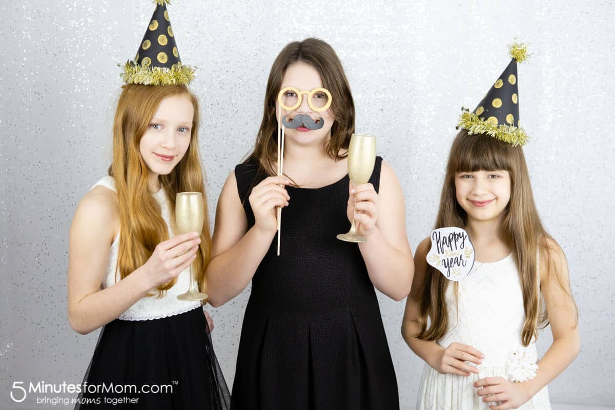 DIY New Years Eve Photo Booth Props