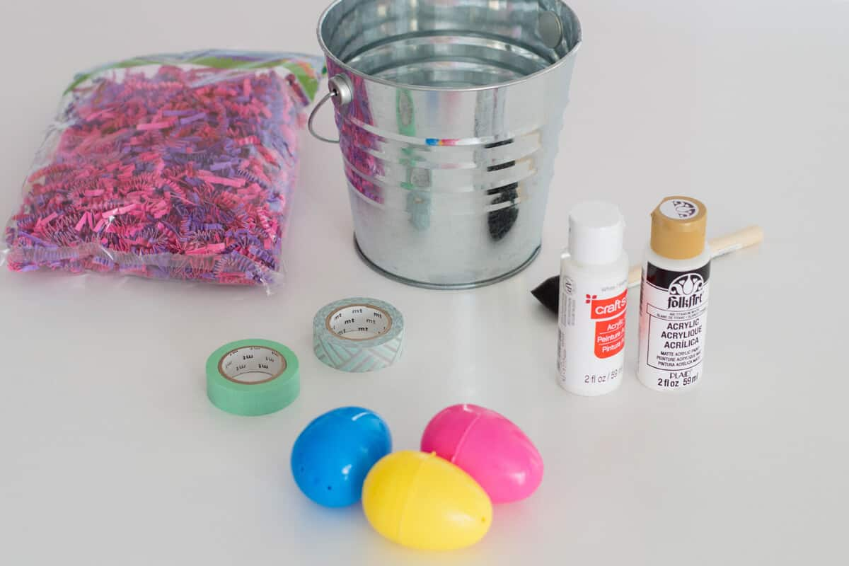 A DIY Easter Centerpiece made up of low-budget crafting items