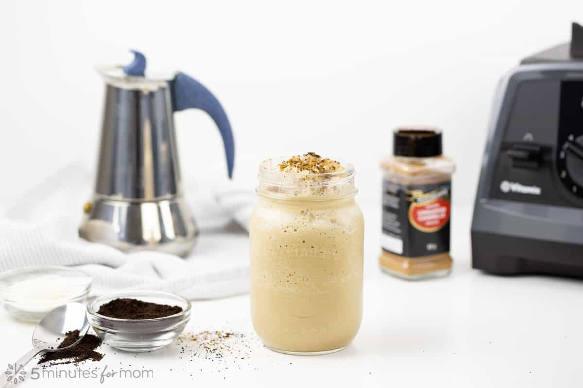 Coffee Smoothie with MCT oil and Collagen